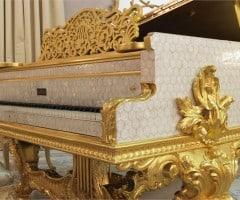 Pianoforte in foglia oro e madre perla